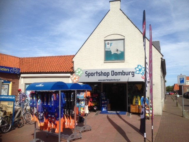 Sportshop Domburg VisitDomburg - foto van voorkant van de winkel