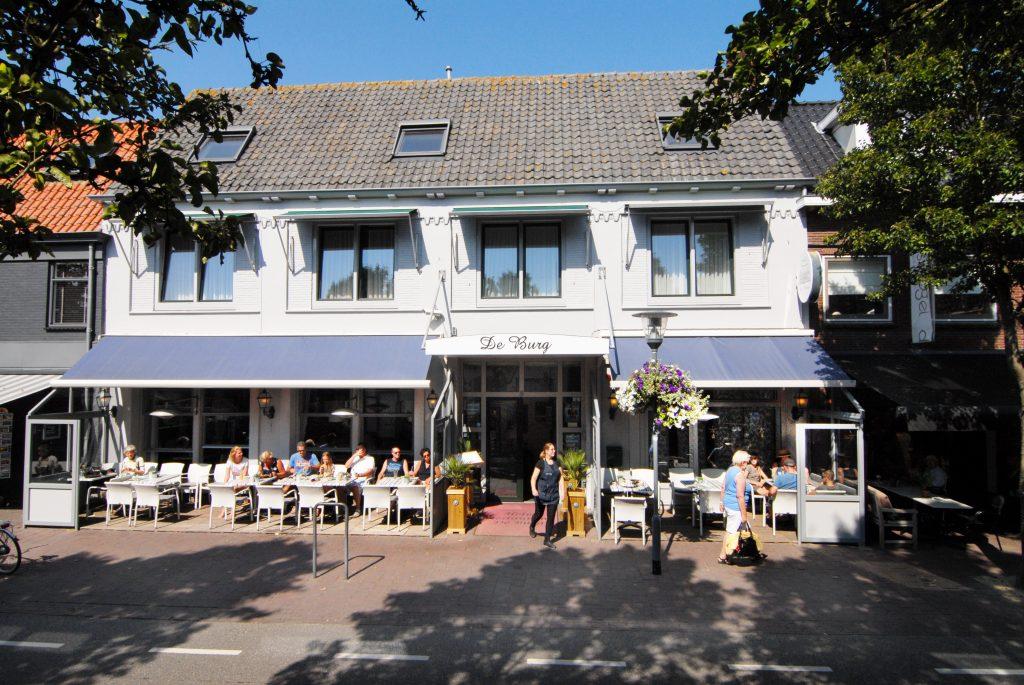 Hotel Restaurant De Burg VisitDomburg - foto van voorkant hotel