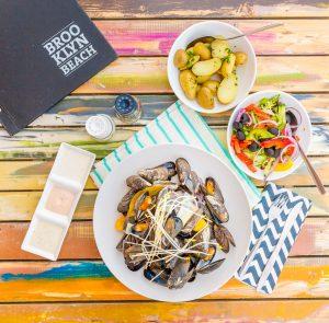 Brooklyn Beach op VisitDomburg - foto van borden met gerechten