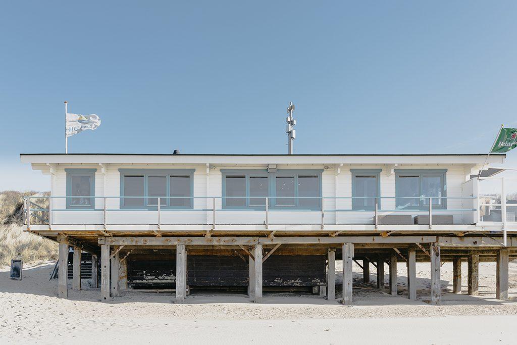 Strandpaviljoen High Hill Beach VisitDomburg - foto van paviljoen vanaf strand