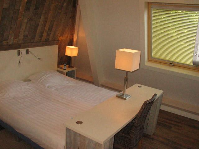 Hotel kijkduin VisitDomburg - foto van bed op hotelkamer