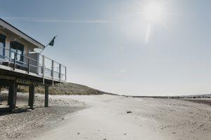 Strandpaviljoen High Hill Beach VisitDomburg - foto van sfeer voor paviljoen op strand