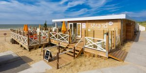 Strand90 VisitDomburg - foto van ingang paviljoen