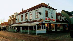 De Roode Leeuw VisitDomburg - foto van buitenkant van het restaurant