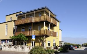 Strandhotel Nehalennia VisitDomburg - foto van hotel vooraanzicht
