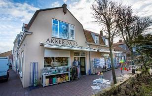 Akkerdaas Kadowinkel VisitDomburg - voorkant van de winkel op foto