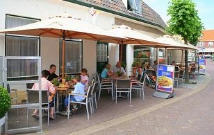 Bon Appetit VisitDomburg - foto van terras in zomer