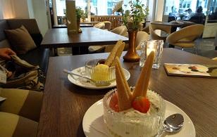 De IJsvogel VisitDomburg - foto van ijsjes op tafel in het restaurant