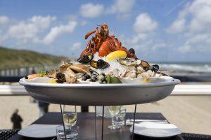 Strandpaviljoen Oase Domburg VisitDomburg - foto van bord met schelpdieren