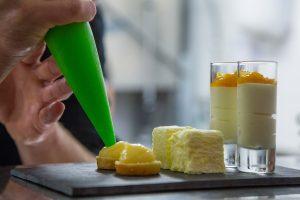 Restaurant Duinlust VisitDomburg - foto van voorbereiding eten