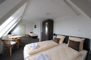 Hotel restaurant Duinlust op VisitDomburg - foto van bed in hotelkamer