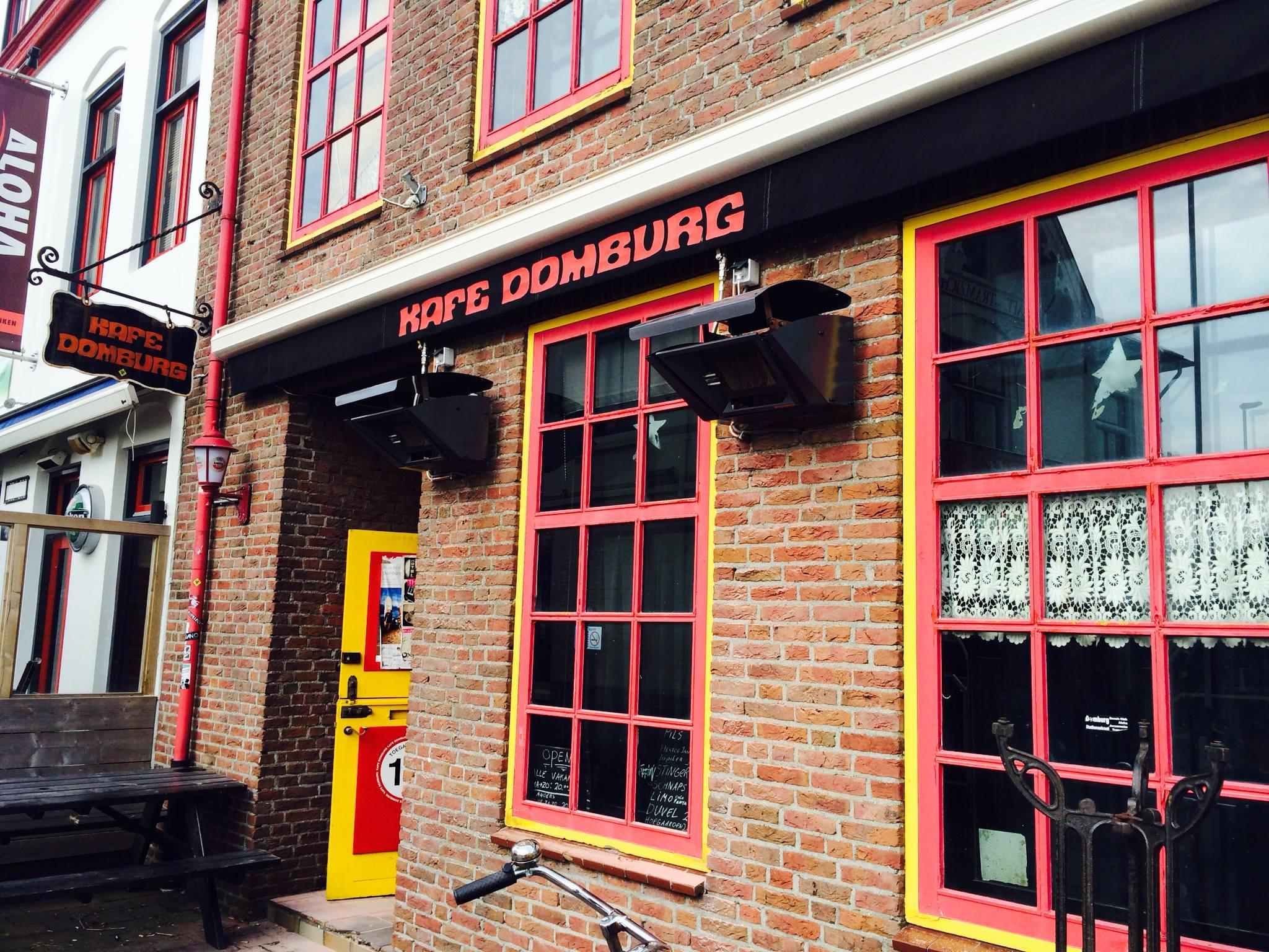 Kafe Domburg VisitDomburg - foto van voorgevel kafe Domburg