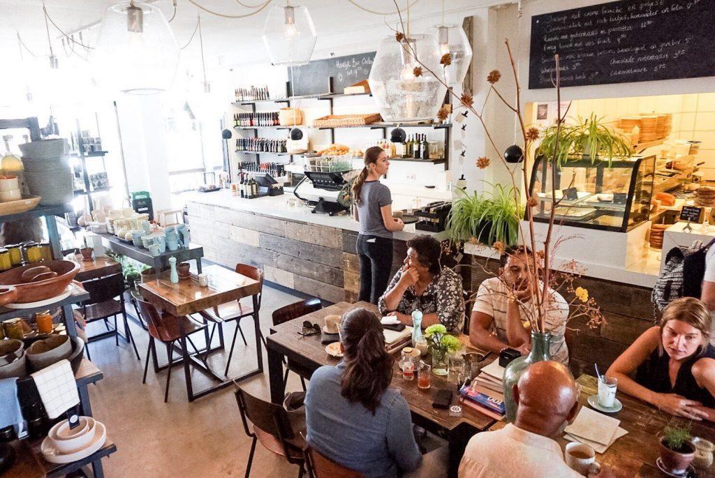 Domburgsche Bier en Melksalon VisitDomburg - foto van binnenkant salon