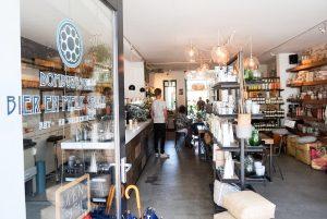 Domburgsche Bier en Melksalon VisitDomburg - foto van winkel