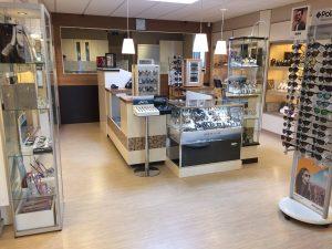 Goudsmid Juwelier Hans Den Draak VisitDomburg - foto van binnenkant en assortiment juwelier