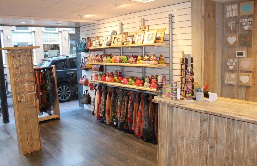 Goodies Domburg VisitDomburg - foto van binnekant winkel