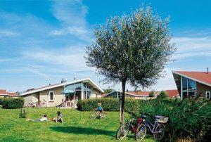 Hof Domburg VisitDomburg - foto van huisjes op Hof Domburg