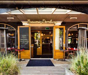 Brasserie Domburg VisitDomburg - foto van ingang Brasserie