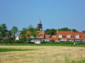 Walcheren vakanties op VisitDomburg - foto van landschap met dorp op achtergrond