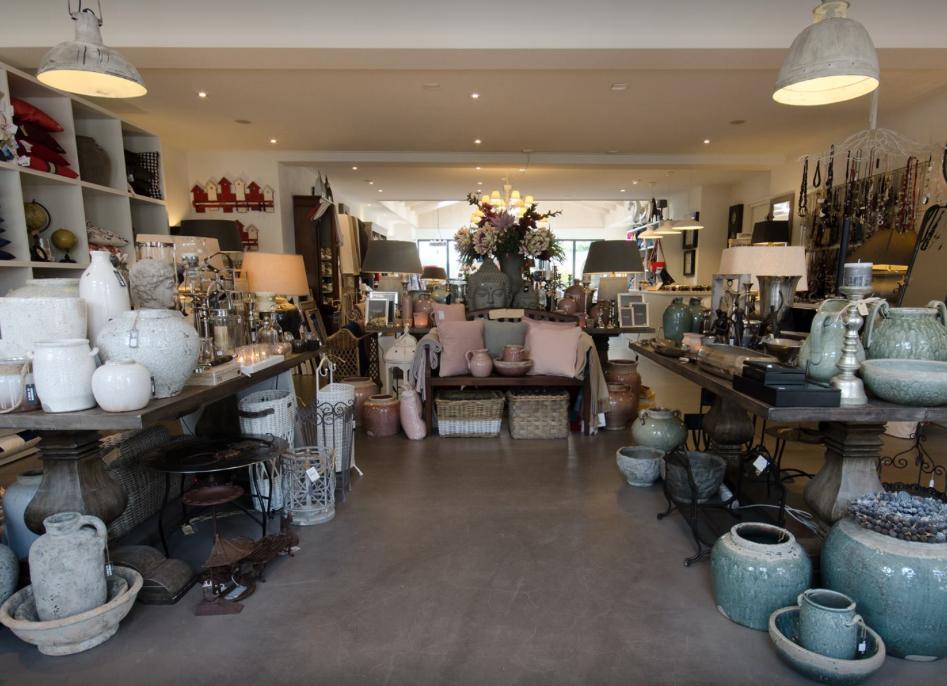 De Drie Linden VisitDomburg - foto van de winkel binnen met ruim assortiment