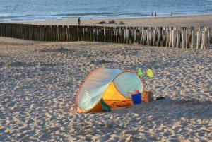 Sea & Sun holiday op Visitdomburg - foto van strand Domburg met strandtentje op strand