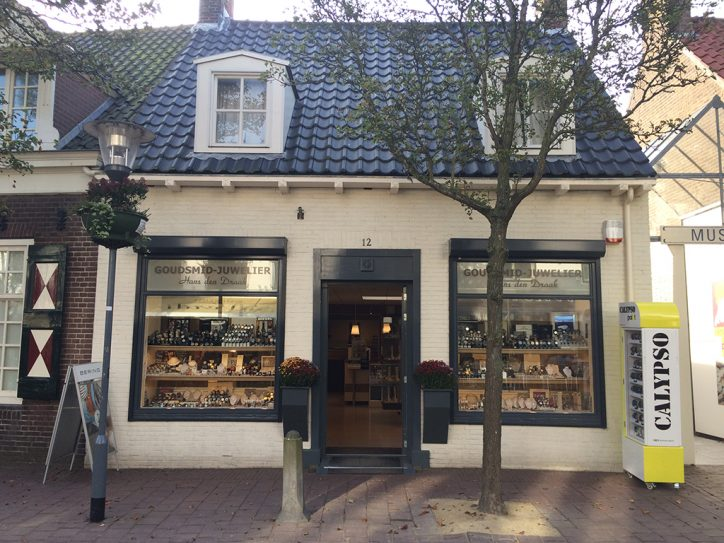Goudsmid Juwelier Hans Den Draak VisitDomburg - foto van voorkant juwelier