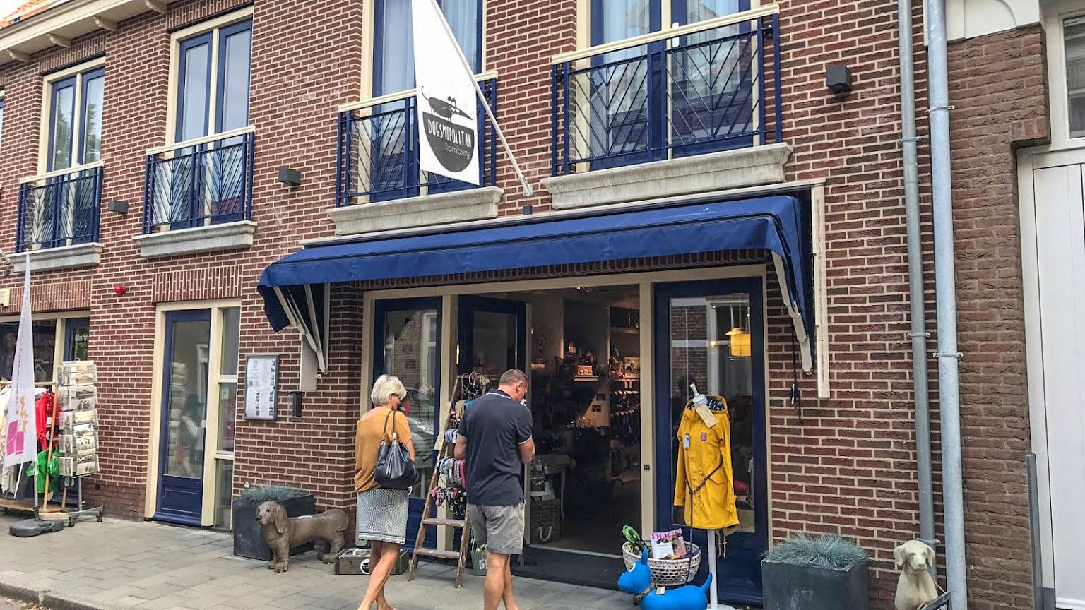 Dogmopolitan Domburg VisitDomburg - foto van ingang van de winkel