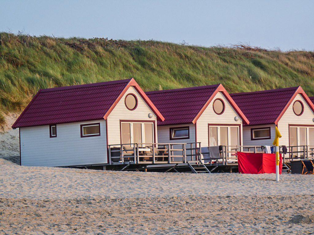 Slapen op strand VisitDomburg - foto van slaapstrandhuisjes in Domburg