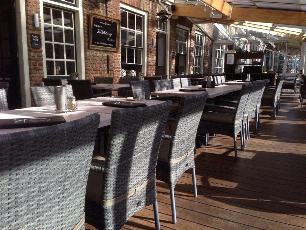 In Den Walchersen Dolphyn VisitDomburg - foto van terras van het restaurant