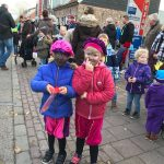 Sinterklaas Intocht VisitDomburg - op de foto 2 kinderen geschminkt en verkleed als zwarte piet