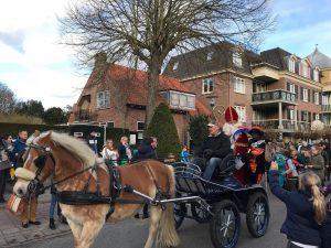 Sinteklaas kwam ook naar Domburg - foto van aankomst Sinterklaas in Domburg te paard