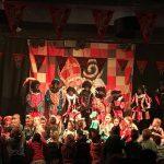 Sint zoekt talentshow tijdens Sinterklaasintocht VisitDomburg - foto van kinderne op podium tijdens show