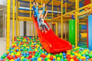 Kinderdagattracties tijdens uw vakantie in Domburg - foto van ballenbad in Zwierelantijn Aagtekerke