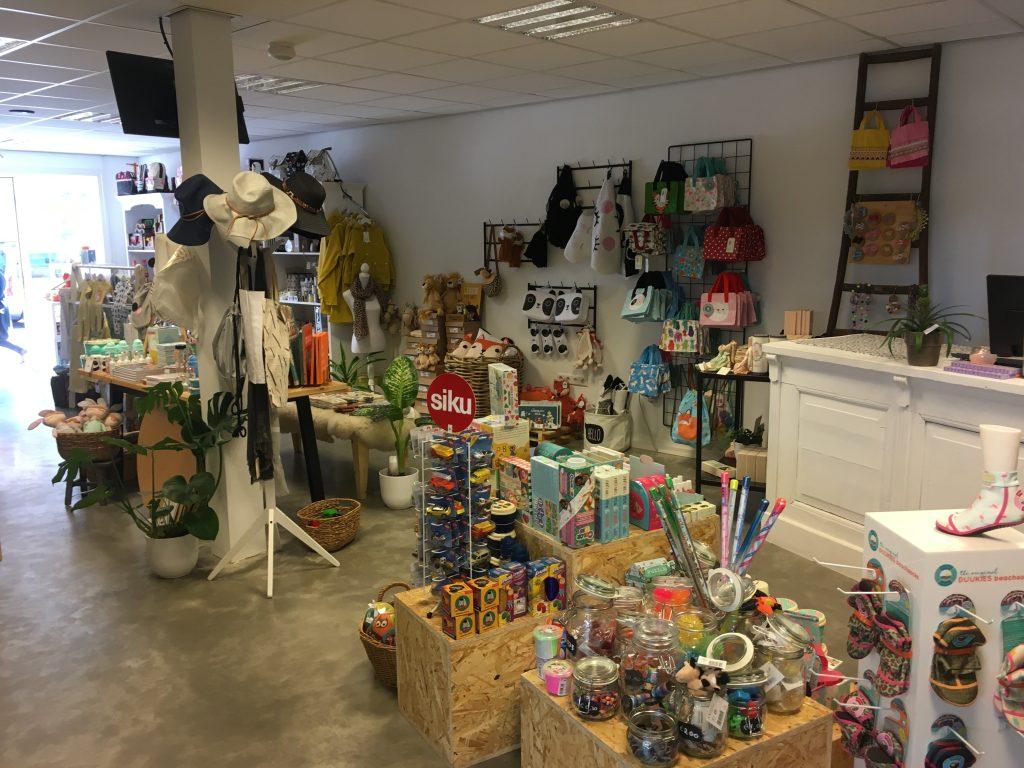 Hello Dombugr een unieke winkel in Domburg - assortiment binnen in winkel - VisitDomburg