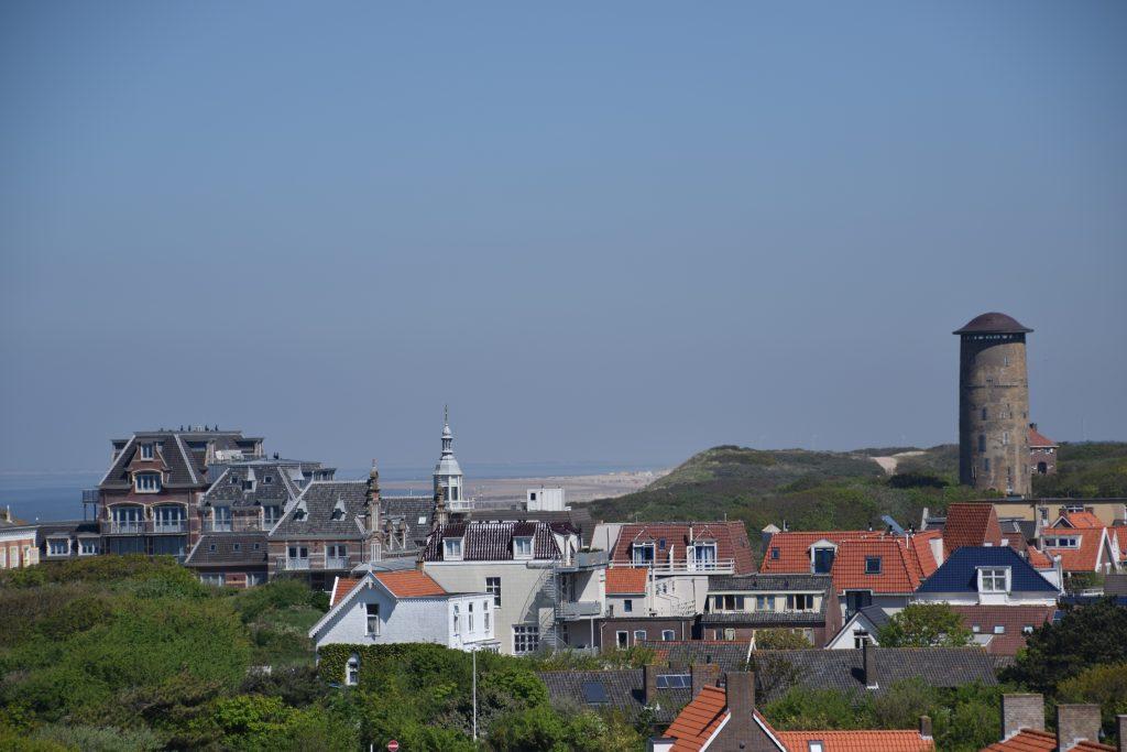 Domburg door de ogen van bezoekers - Domburg met beende watertoren, foto genomen vanaf Hoge Hil - VisitDomburg
